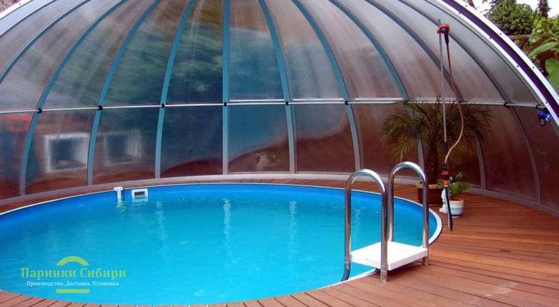 Большой круглый бассейн под куполом